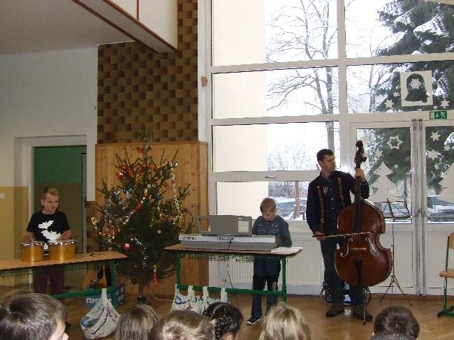 Zpívání u stromečku